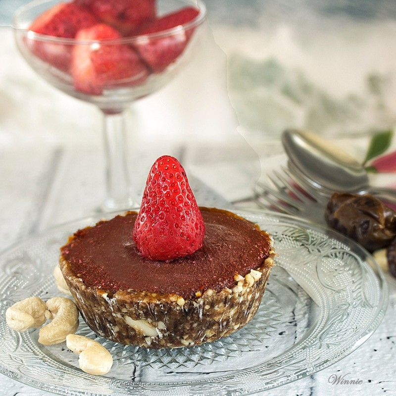 No Bake Frozen Strawberry Chocolate Tart - Gluten free