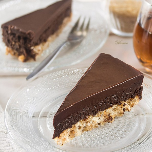 עוגת מוס שוקולד על מרנג אגוזים  ללא קמח-בב