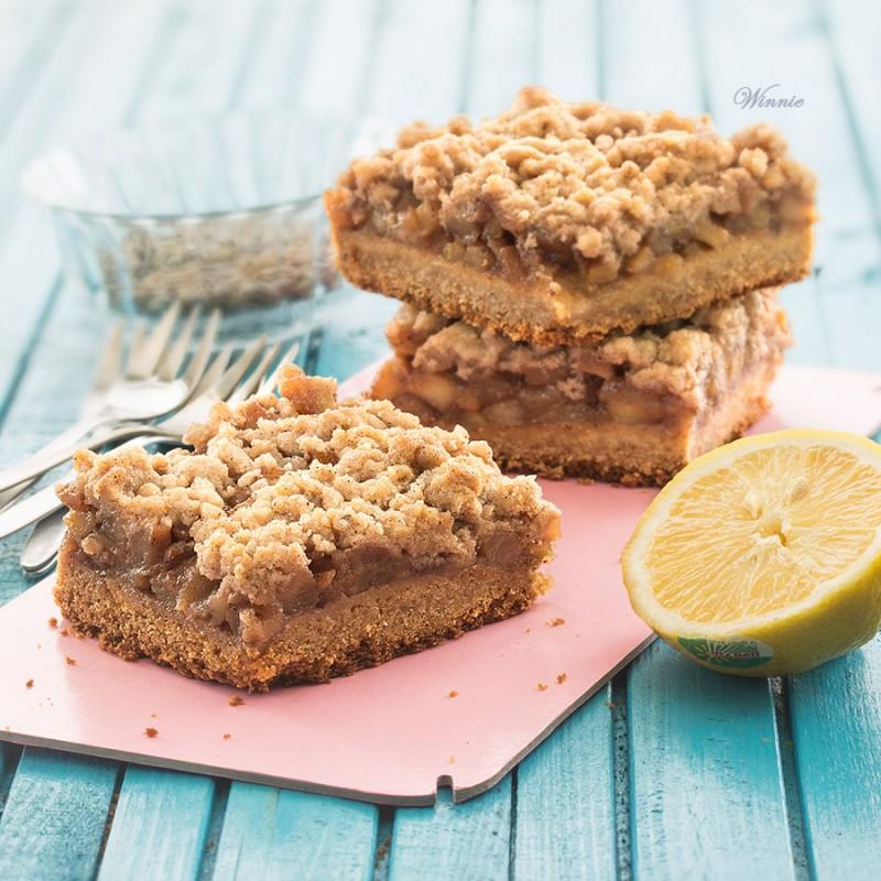 Apple Shrotcake with Honey and Cinnamon