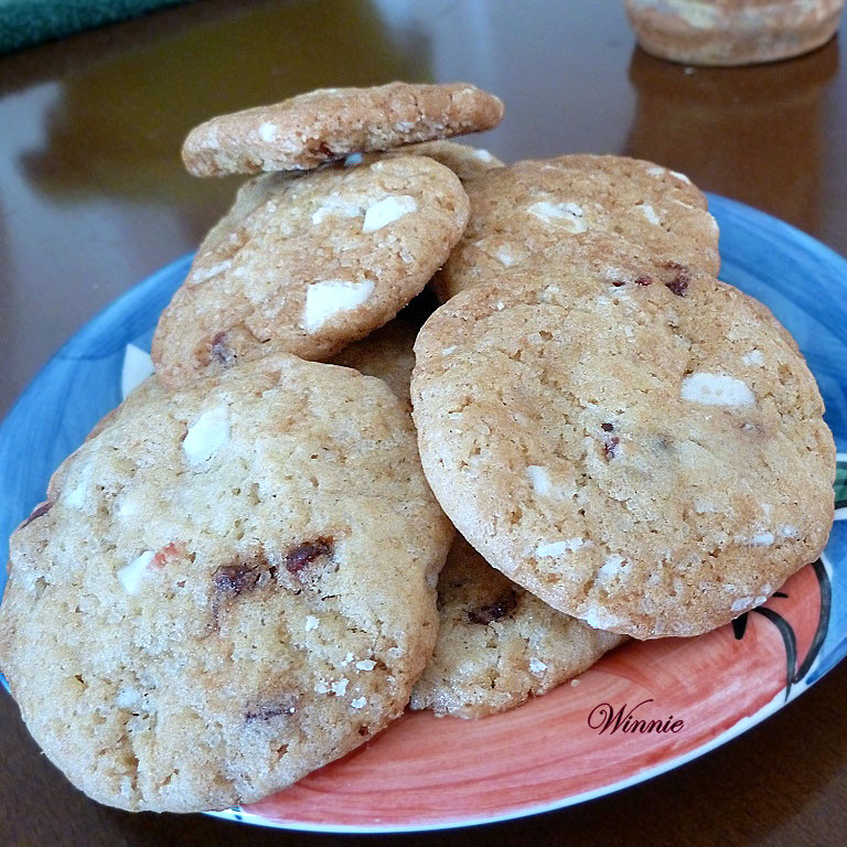 White Chocolate & Dry-Strawberry Cookies