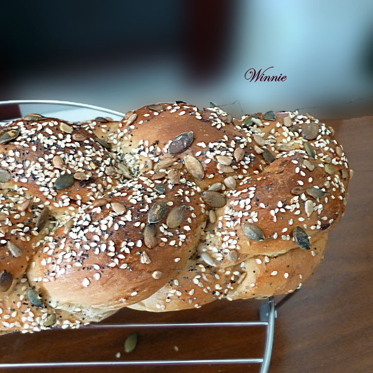 Onion Challas with grains