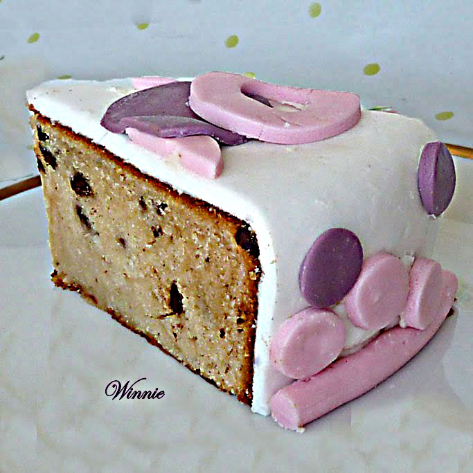 Vanilla-Chocolate-chip Cake covered with Marshmallow Fondant