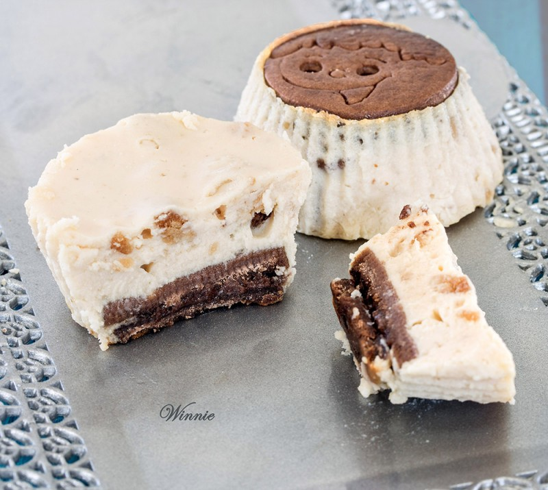 Mini Cheesecakes with (homemade) Dulce de Leche and Oreo Cookies