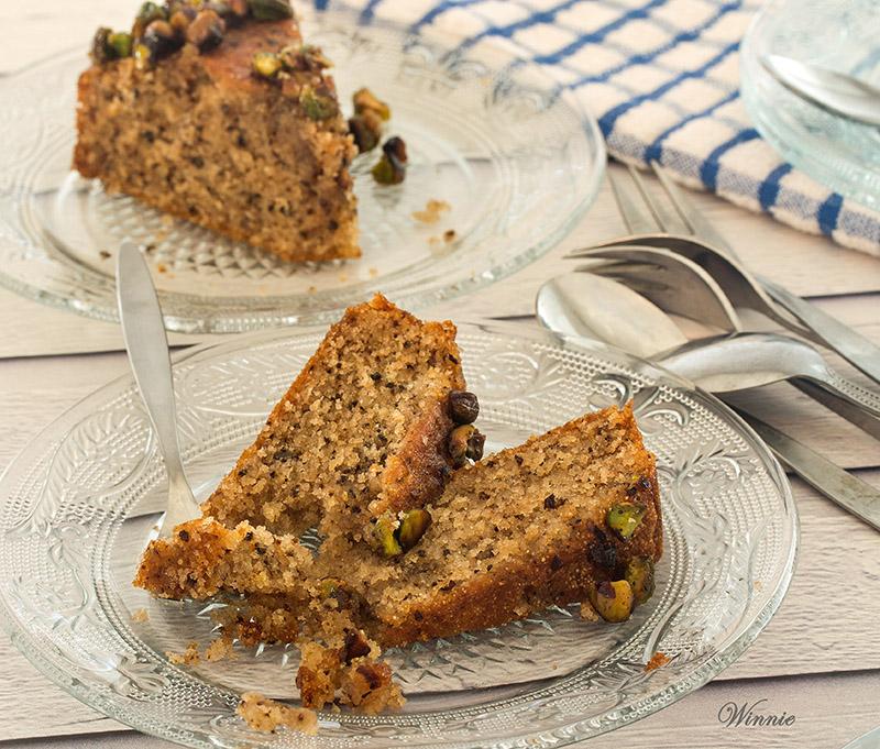 Honey Cake with Semolina and Pistachio