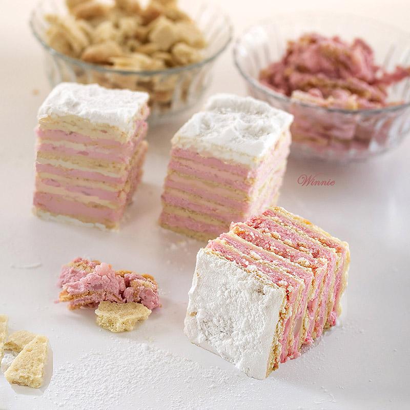 עוגת שכבות בצק עם פודינג חלב בניחוח תות-ד