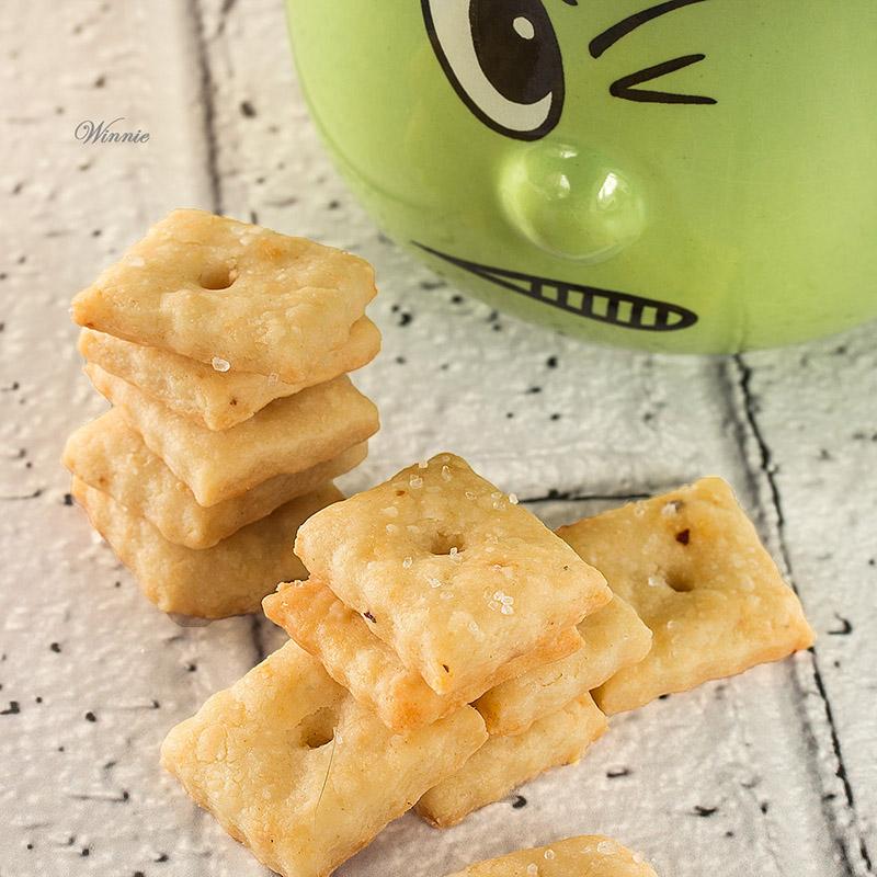 קרקרים עם גבינה-ז