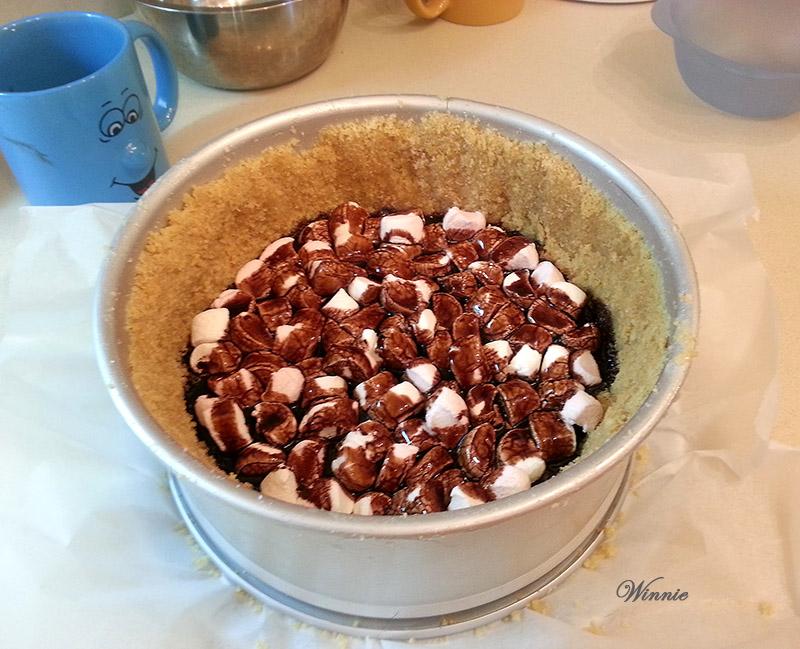 עוגת גבינה עם מרשמלו ושוקולד ציפס-יג
