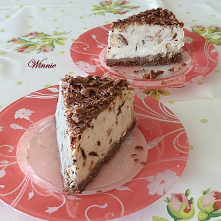 No-bake Vanilla-Chocolate Cookie Cheesecake