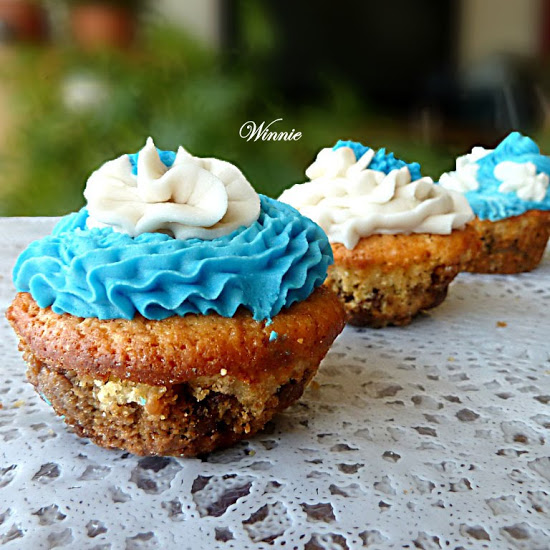 Vanilla and Chocolate-chip-Cookie Cupcakes