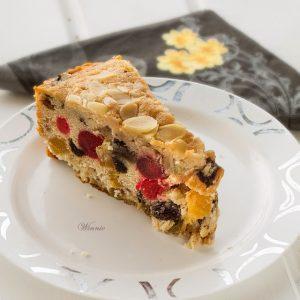 עוגת פירות יבשים עשירה ועסיסית