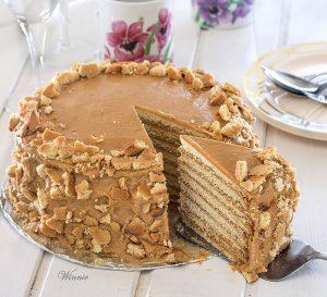 עוגת דבש מיוחדת בשכבות עם ריבת חלב