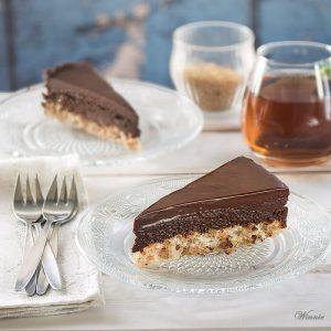 עוגת מוס שוקולד על בסיס מרנג אגוזים - ללא קמח